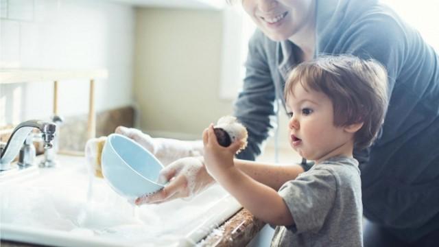 Những việc nhà nên giao cho trẻ làm
