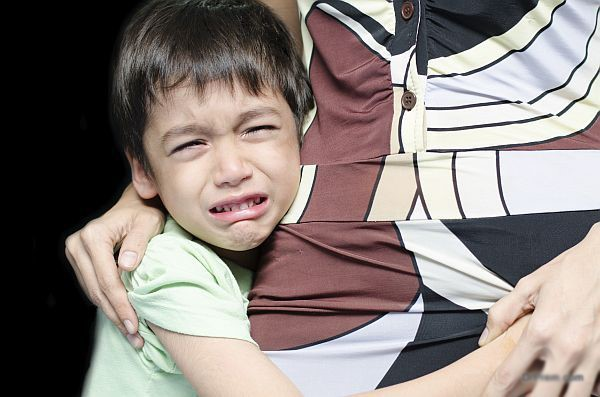 Cách cắt cơn giận dữ của trẻ ở chốn công cộng